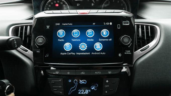 Lancia Ypsilon Hybrid Ecochic 2021: il nuovo infotainment con schermo da 7