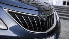 Lancia Ypsilon Hybrid Ecochic 2021: la nuova calandra