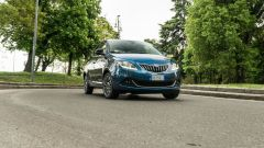 Lancia Ypsilon Hybrid Ecochic 2021: la piccola citycar diventa ibrida