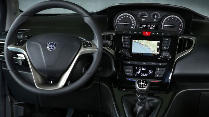 Lancia Ypsilon Hybrid, gli interni