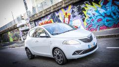 Lancia Ypsilon Mya a spasso tra i graffiti del Leoncavallo di Milano
