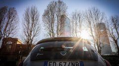 Lancia Ypsilon Mya al cantiere di City Life a Milano con le torri di Isozaki e di Zaha Hadid