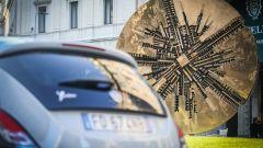 Lancia Ypsilon Mya e il Grande Disco di Arnaldo Pomodoro in Piazza Meda a Milano