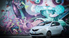 Lancia Ypsilon Mya e il murale di Krio al Leoncavallo a Milano