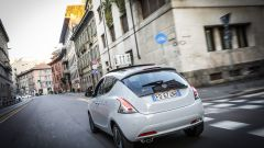 Lancia Ypsilon Mya nel traffico milanese