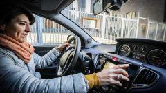 Lancia Ypsilon Mya tasto city per facilitare il parcheggio