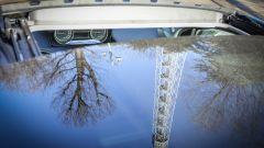Lancia Ypsilon Mya tettuccio con riflesso della Torre Branca di Milano