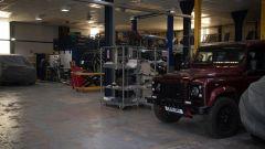 Land Rover Defender 110 by Bowler: una vista dell'officina dove si modificano i fuoristrada inglesi