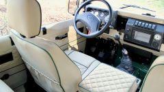Land Rover Defender 110: gli interni in pelle beige