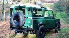 Land Rover Defender 110: il restauro è una meraviglia. Il video - Immagine: 2