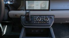 Land Rover Defender 110, la leva del cambio automatico ZF a 8 rapporti