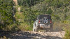 Land Rover Defender 110, l'assetto con sospensioni pneumatiche è regolabile