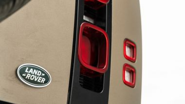 Land Rover Defender 110 P400 First Edition, le luci posteriori