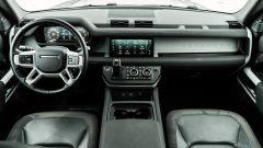 Land Rover Defender 110 P400, gli interni
