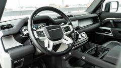 Land Rover Defender 110 P400: da fuoristrada a SUV, ma è sempre lei - Immagine: 8