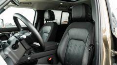 Land Rover Defender 110 P400: da fuoristrada a SUV, ma è sempre lei - Immagine: 9