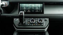 Land Rover Defender 110 P400: da fuoristrada a SUV, ma è sempre lei - Immagine: 14