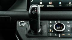 Land Rover Defender 110 P400: da fuoristrada a SUV, ma è sempre lei - Immagine: 16