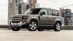 Land Rover Defender 110 P400: da fuoristrada a SUV, ma è sempre lei - Immagine: 28