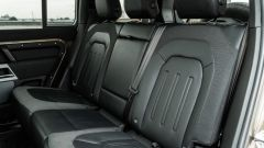 Land Rover Defender 110 P400: da fuoristrada a SUV, ma è sempre lei - Immagine: 30