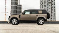 Land Rover Defender 110 P400: da fuoristrada a SUV, ma è sempre lei - Immagine: 43