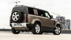 Land Rover Defender 110 P400: da fuoristrada a SUV, ma è sempre lei - Immagine: 44