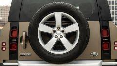 Land Rover Defender 110 P400: da fuoristrada a SUV, ma è sempre lei - Immagine: 64