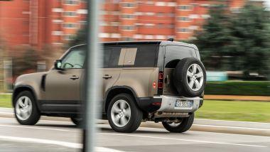 Land Rover Defender 110 P400, motore 3 litri 6 cilindri mild hybrid