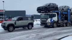 Land Rover Defender salva una bisarca dal ghiaccio. Video YouTube