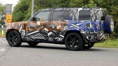 Nuova Land Rover Defender 130 (2022): prime foto e data di uscita