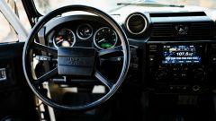 Land Rover Defender 130 Restomod: anche un infotainment da 7 pollici