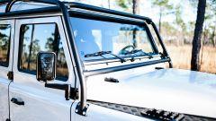 Land Rover Defender 130 Restomod: gli specchietti