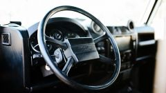 Land Rover Defender 130 Restomod: il volante