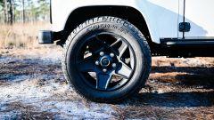 Land Rover Defender 130 Restomod: le ruote Kahn