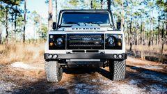 Land Rover Defender 130 Restomod: visuale frontale