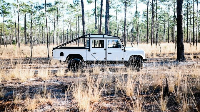 Land Rover Defender 130 Restomod: visuale laterale