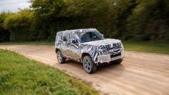 Land Rover Defender 2020: altro passaggio in off-road