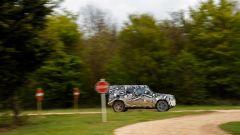 Land Rover Defender 2020: con la macchina verso l'asfalto