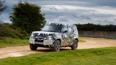 Land Rover Defender 2020: dopo le dune di Dubai, il fango inglese