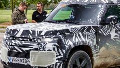 Land Rover Defender 2020: la vettura del tutto camuffata