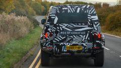 Land Rover Defender 2020, foto spia del modello definitivo - Immagine: 4