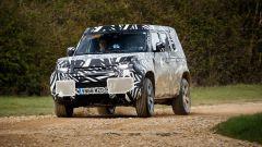Land Rover Defender 2020: vista di 3/4 anteriore