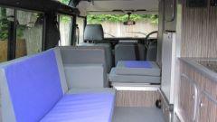 Land Rover Defender camper: gli interni