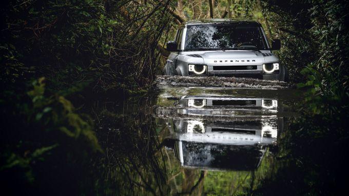 Land Rover Defender: capacità di guado 90 cm. La V8 farà altrettanto?