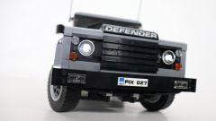 Land Rover Defender di Lego telecomandata frontale