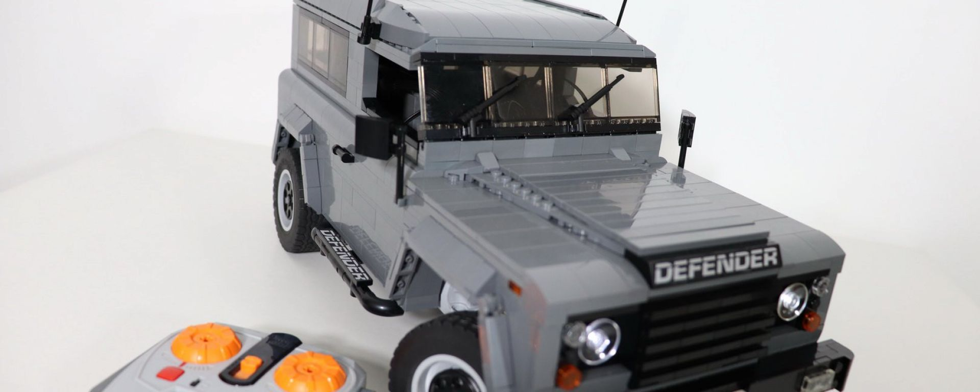 Land Rover Defender di Lego telecomandata