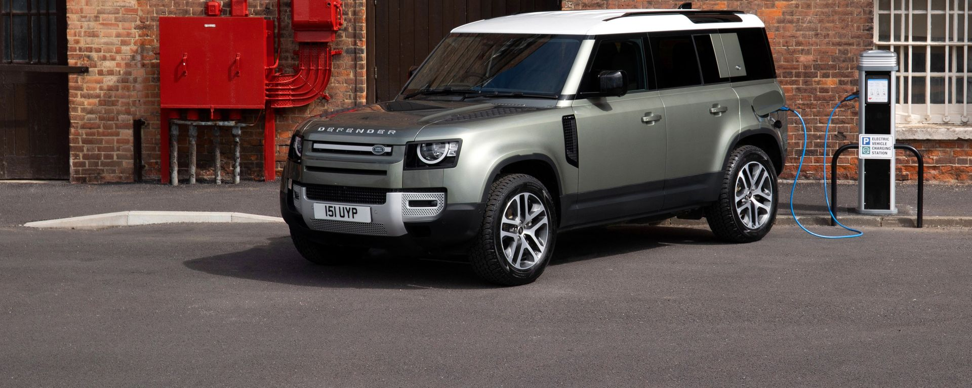 Land Rover Defender: in UK ora anche plug-in hybrid