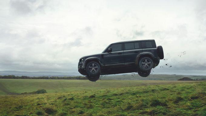 Land Rover Defender in volo!