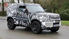 Land Rover Defender, le foto spia della versione a tre porte