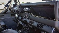 Land Rover Defender Pitch Black 1990, la plancia